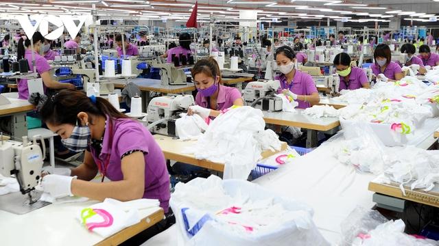 Nhiều doanh nghiệp dệt may đã có đơn hàng đến quý III - Ảnh 1.