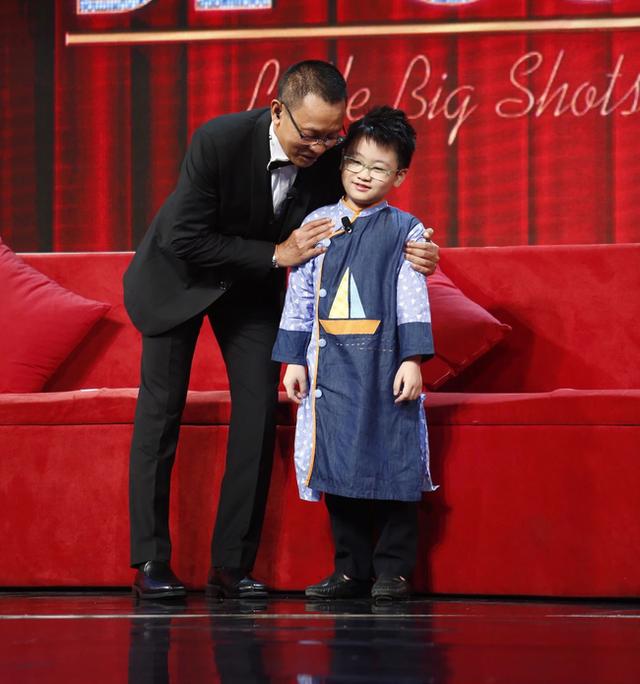 Cậu bé cấp 1 đi thi Ai là triệu phú được 22 triệu, lĩnh vực nào cũng am hiểu: Xem cách dạy dỗ của mẹ giảng viên mới bất ngờ - Ảnh 2.