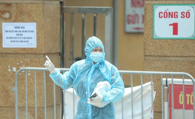 CLIP: Cận cảnh Bệnh viện Bắc Thăng Long ngừng tiếp nhận bệnh nhân do ca bệnh Covid-19  - Ảnh 3.