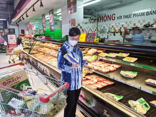 TP HCM: Thực phẩm tươi sống tiêu thụ mạnh - Ảnh 1.