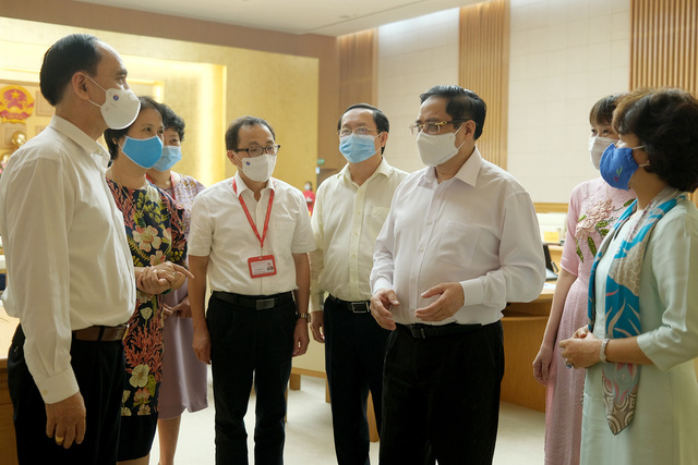 Thủ tướng Phạm Minh Chính: Phải sản xuất bằng được vaccine phòng chống COVID-19 để chủ động lo cho người dân - Ảnh 2.