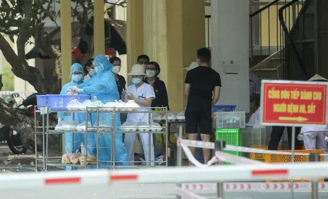 CLIP: Cận cảnh Bệnh viện Bắc Thăng Long ngừng tiếp nhận bệnh nhân do ca bệnh Covid-19  - Ảnh 13.