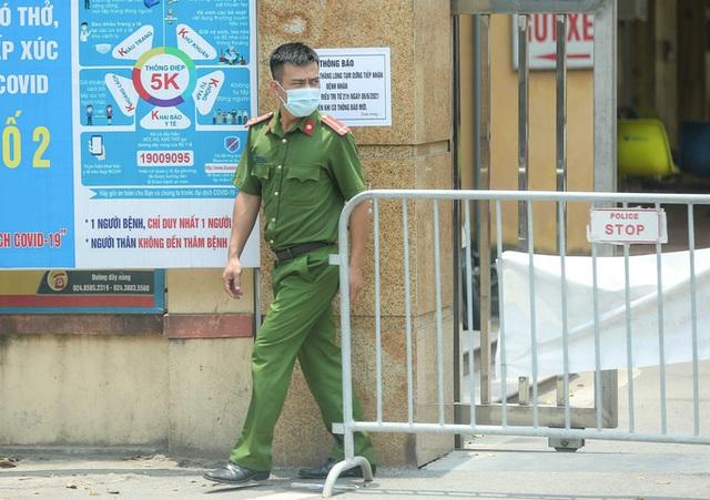 CLIP: Cận cảnh Bệnh viện Bắc Thăng Long ngừng tiếp nhận bệnh nhân do ca bệnh Covid-19  - Ảnh 4.