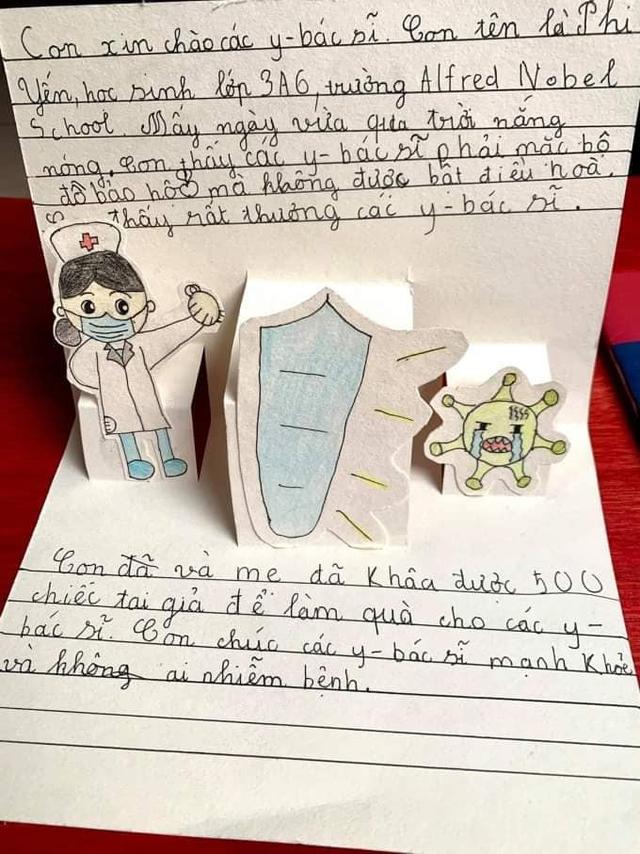 Bé gái 9 tuổi trắng đêm tự tay làm 500 chiếc tai giả gửi đến các y bác sĩ Bắc Giang - Ảnh 4.