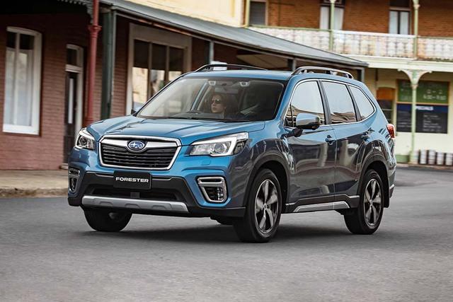 """Thị trường ô tô Việt đón bão giảm giá: Suzuki Ertiga chạm sàn, Subaru Forester """"bay màu"""" gần 160 triệu đồng - Ảnh 1."""