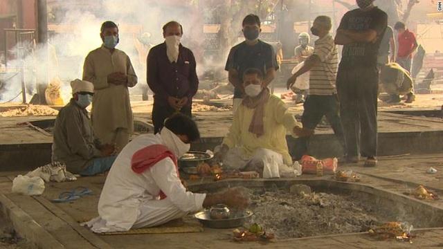 Ấn Độ trong những ngày tăm tối nhất: Phóng viên CNN chia sẻ những gì tận mắt chứng kiến về địa ngục Covid giữa làn sóng dịch bệnh thứ 2 - Ảnh 1.