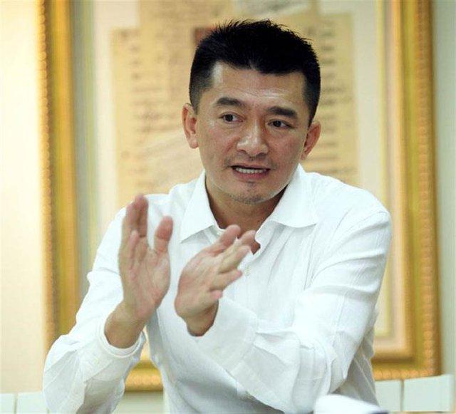 Chuyện đời buồn của đại gia du lịch Đài Loan nức tiếng một thời: Mất tất cả vì bất động sản đến mức phải đi bán gà chiên, trả gần hết nợ thì đột ngột qua đời vì làm việc quá sức  - Ảnh 1.
