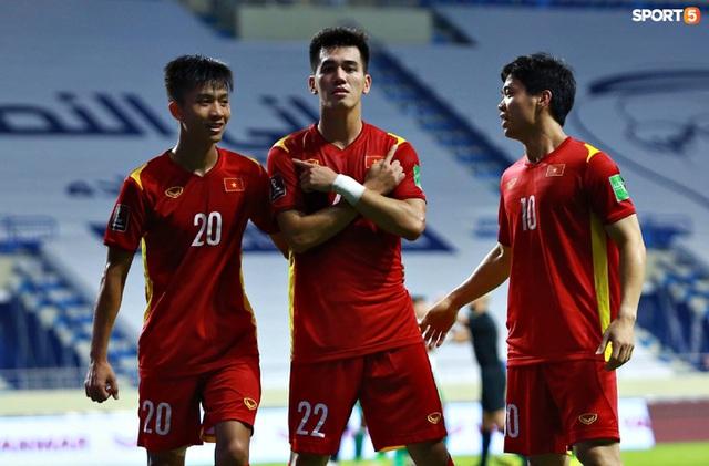 Những màn ăn mừng đầy kiêu hãnh của ĐT Việt Nam trong trận vùi dập Indonesia  - Ảnh 3.