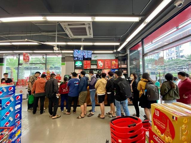 Phúc Long xuất hiện lần đầu tiên ở VinMart Hà Nội, khách đi siêu thị mua luôn trà sữa - Ảnh 3.