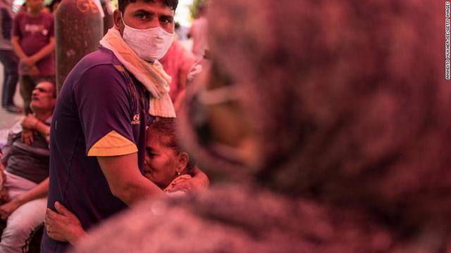 Ấn Độ trong những ngày tăm tối nhất: Phóng viên CNN chia sẻ những gì tận mắt chứng kiến về địa ngục Covid giữa làn sóng dịch bệnh thứ 2 - Ảnh 7.