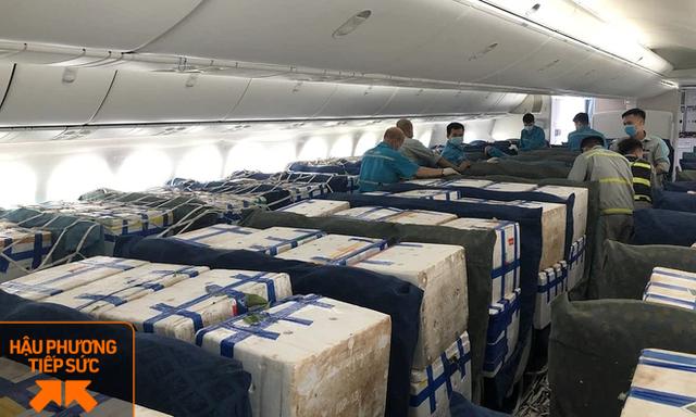 Lần đầu tiên vải thiều ngồi khoang hành khách trên siêu máy bay Boeing 787 - Ảnh 2.
