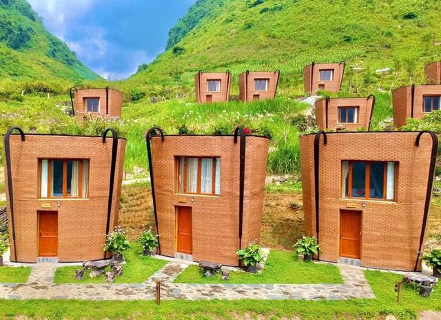Hàng loạt ngôi nhà hình chiếc gùi độc đáo trên sườn núi Hà Giang, hóa ra từng đạt kỷ lục Việt Nam - Ảnh 2.
