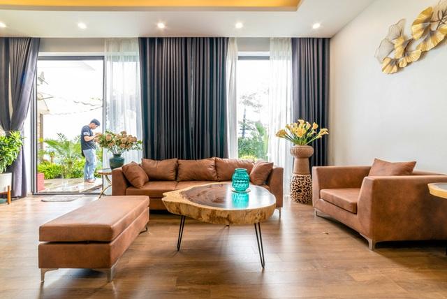 Căn nhà 5 tầng của vợ chồng Bát Tràng, thiết kế 3 ban công xanh nhưng vẫn đầu tư hẳn 400 triệu cho sân thượng 160m2  - Ảnh 2.