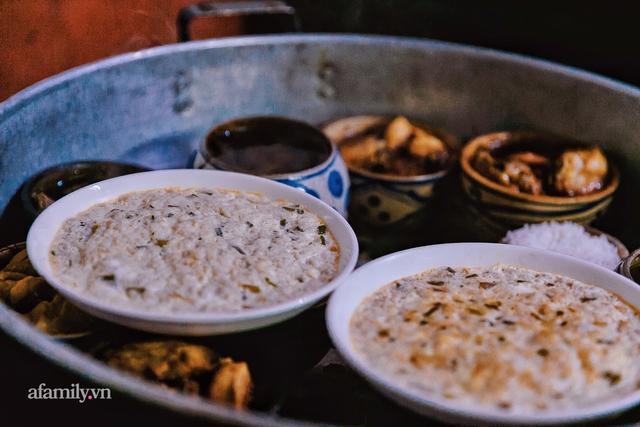 Cơm thố 73 năm lưu truyền của một gia đình, nay trở thành món cơm khó tìm với cách ăn chồng núi độc lạ còn sót lại tại Sài Gòn - Ảnh 12.