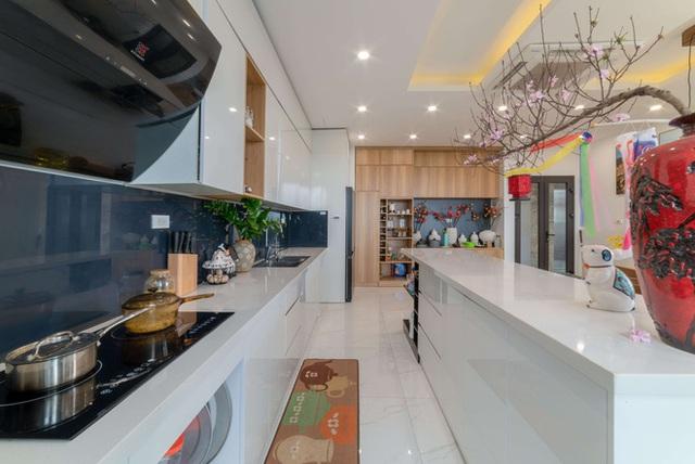 Căn nhà 5 tầng của vợ chồng Bát Tràng, thiết kế 3 ban công xanh nhưng vẫn đầu tư hẳn 400 triệu cho sân thượng 160m2  - Ảnh 14.