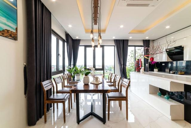 Căn nhà 5 tầng của vợ chồng Bát Tràng, thiết kế 3 ban công xanh nhưng vẫn đầu tư hẳn 400 triệu cho sân thượng 160m2  - Ảnh 17.