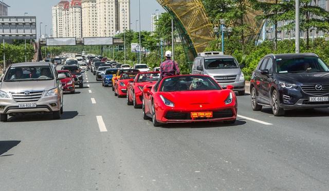 Thân thế của người đàn ông đánh xe Mẹc giá chục tỷ đi bán vải thiều 20.000 đồng/kg ở Hà Nội - Ảnh 3.