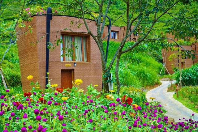 Hàng loạt ngôi nhà hình chiếc gùi độc đáo trên sườn núi Hà Giang, hóa ra từng đạt kỷ lục Việt Nam - Ảnh 3.