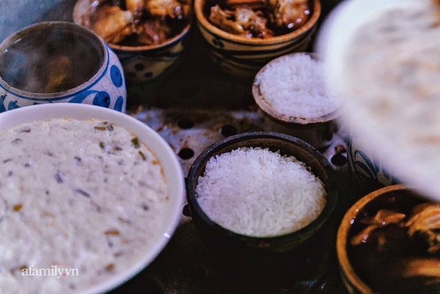 Cơm thố 73 năm lưu truyền của một gia đình, nay trở thành món cơm khó tìm với cách ăn chồng núi độc lạ còn sót lại tại Sài Gòn - Ảnh 4.