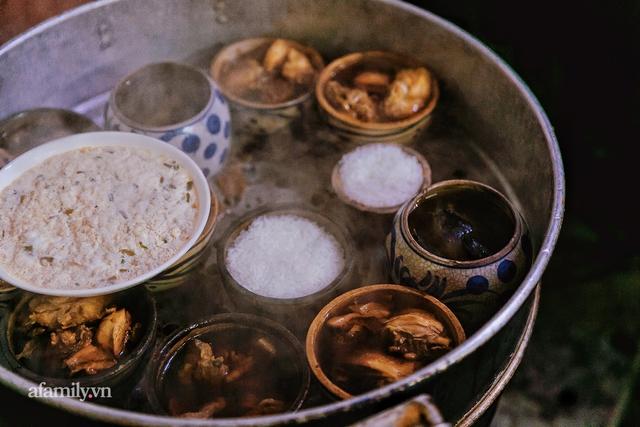 Cơm thố 73 năm lưu truyền của một gia đình, nay trở thành món cơm khó tìm với cách ăn chồng núi độc lạ còn sót lại tại Sài Gòn - Ảnh 6.