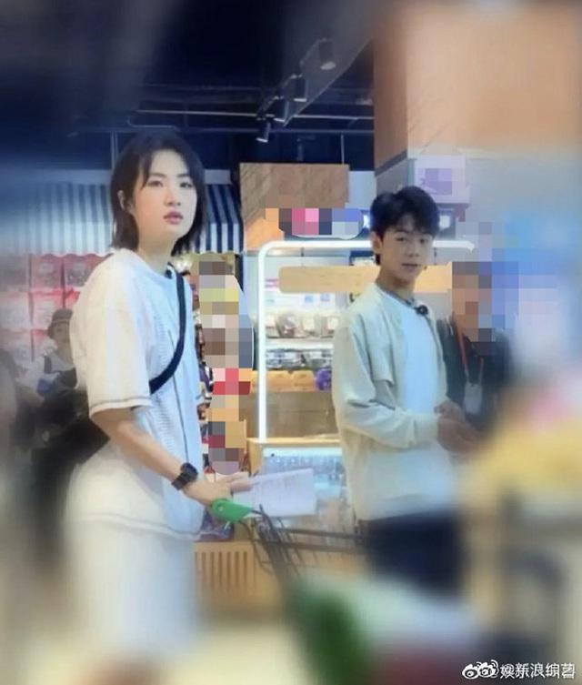 Công chúa Huawei khiến cả Weibo vỡ mộng vì lộ ảnh nhan sắc cùng vóc dáng thật, hoá ra chẳng ảo như tưởng tượng - Ảnh 1.