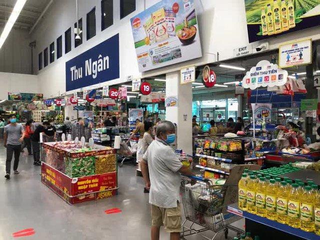 Nhiều siêu thị, cửa hàng ở TP HCM sắp được gỡ phong toả - Ảnh 1.