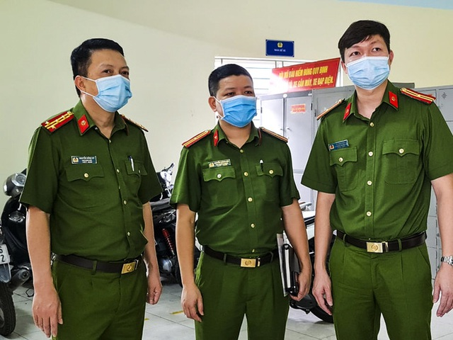 Hôm nay, người dân Hà Nội phấn khởi khi đi tách khẩu chỉ mất 5 phút - Ảnh 2.