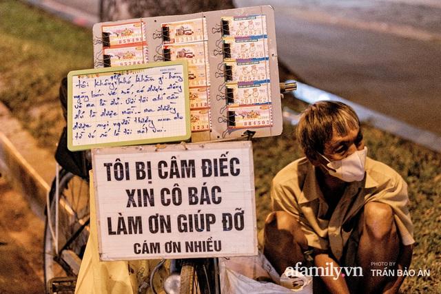 Cụ ông câm điếc cưu mang chú chó nhỏ, thà rong ruổi bán từng tờ vé số chứ không nhận 70 triệu khi người Sài Gòn dang tay giúp đỡ  - Ảnh 14.