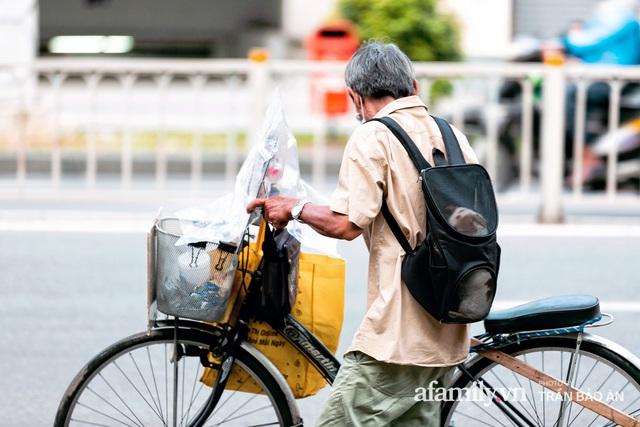 Cụ ông câm điếc cưu mang chú chó nhỏ, thà rong ruổi bán từng tờ vé số chứ không nhận 70 triệu khi người Sài Gòn dang tay giúp đỡ  - Ảnh 3.