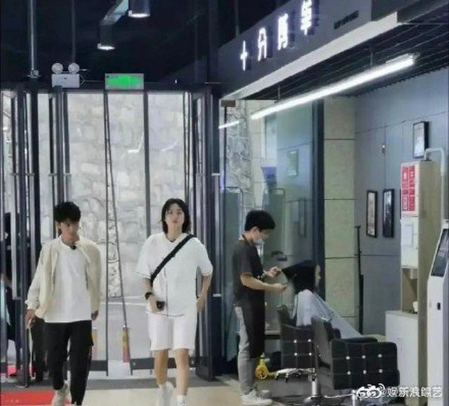 Công chúa Huawei khiến cả Weibo vỡ mộng vì lộ ảnh nhan sắc cùng vóc dáng thật, hoá ra chẳng ảo như tưởng tượng - Ảnh 4.
