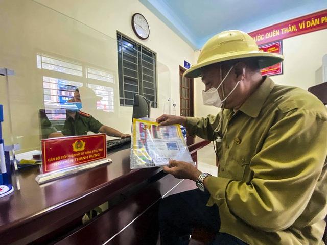 Hôm nay, người dân Hà Nội phấn khởi khi đi tách khẩu chỉ mất 5 phút - Ảnh 8.