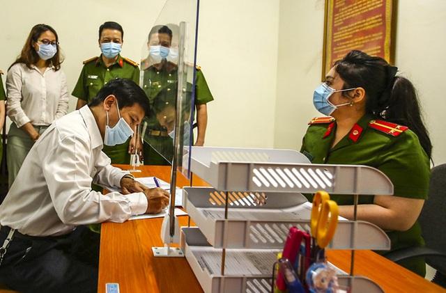 Hôm nay, người dân Hà Nội phấn khởi khi đi tách khẩu chỉ mất 5 phút - Ảnh 10.