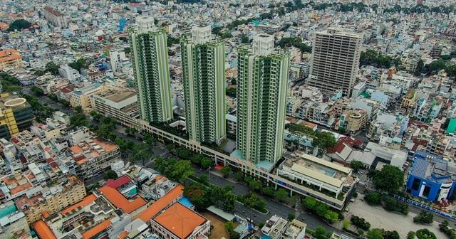 Thuận Kiều Plaza: Từ biểu tượng hoa lệ Sài Gòn một thời, trải qua 3 thập kỷ đầy tai tiếng với đủ thứ chuyện u mê và hy vọng hồi sinh giữa đại dịch - Ảnh 1.