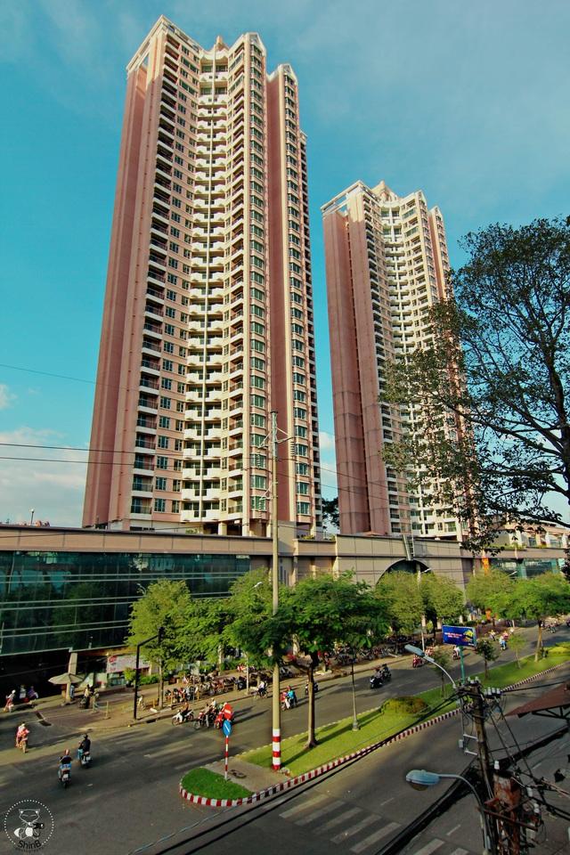 Thuận Kiều Plaza: Từ biểu tượng hoa lệ Sài Gòn một thời, trải qua 3 thập kỷ đầy tai tiếng với đủ thứ chuyện u mê và hy vọng hồi sinh giữa đại dịch - Ảnh 2.