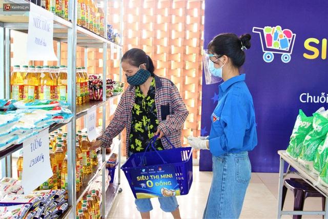 Ấm lòng Siêu thị 0 đồng lan tỏa tình người giữa mùa dịch tại Đà Nẵng - Ảnh 2.