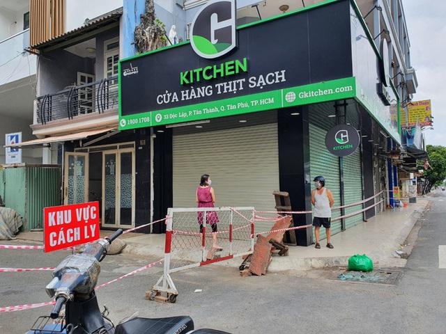 TP HCM: 3 cửa hàng bị phạt 34,5 triệu đồng vì mở cửa đón khách trong ngày đầu giãn cách - Ảnh 2.