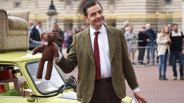 Sau khi bỏ vợ theo tình trẻ kém 28 tuổi, cuộc sống của Mr. Bean ở tuổi U70 ra sao? - Ảnh 2.