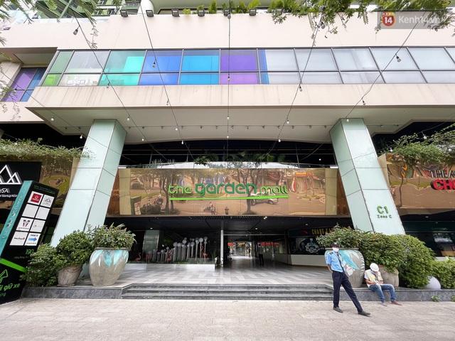 Toàn cảnh bên trong Thuận Kiều Plaza đang thi công chuyển đổi thành bệnh viện dã chiến 1.000 giường bệnh - Ảnh 1.