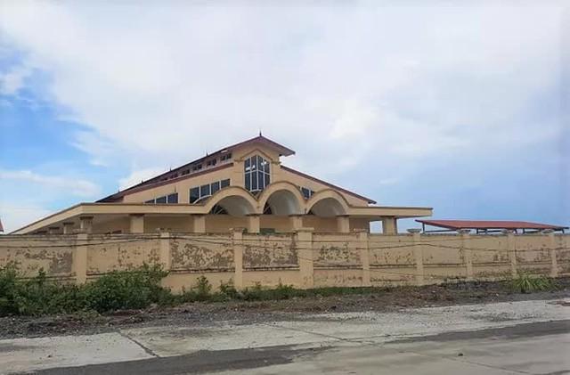 Chi hơn 10 tỉ đồng xây chợ đầu mối chào mừng xã nông thôn mới rồi... bỏ hoang  - Ảnh 2.
