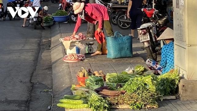 Thiếu chợ đầu mối, rau quả thực phẩm tại Bà Rịa -Vũng Tàu tăng giá mạnh - Ảnh 1.