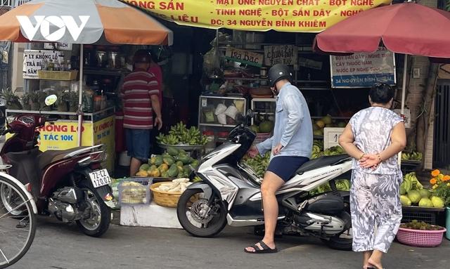 Thiếu chợ đầu mối, rau quả thực phẩm tại Bà Rịa -Vũng Tàu tăng giá mạnh - Ảnh 2.