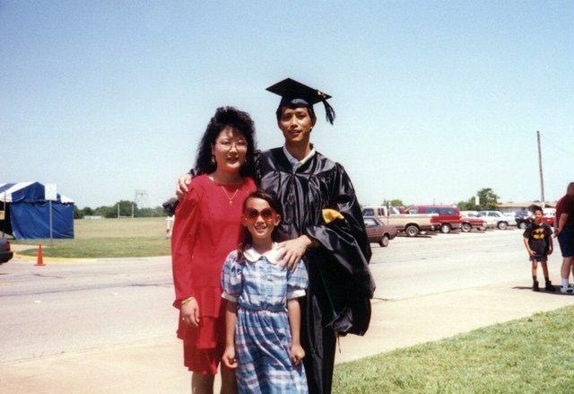 Bà mẹ 4 con Tiffany Moon: Từ đứa bé trong gia đình nghèo đến thành viên giới siêu giàu châu Á trên đất Mỹ  - Ảnh 1.