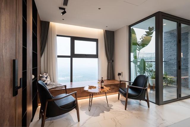 Vợ chồng trẻ thiết kế penthouse 300m2 đủ sân vườn, ao cá, hợp phong thủy trên tầng 30: Ngôi nhà đàng hoàng tức là không gian sống xanh, sạch, thoáng, phục vụ cho cuộc sống gia đình - Ảnh 10.