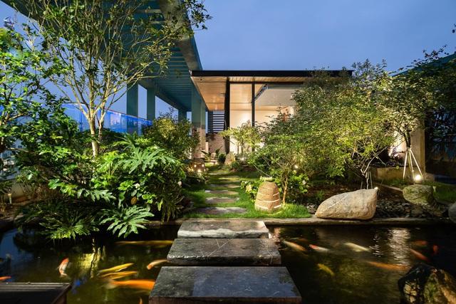 Vợ chồng trẻ thiết kế penthouse 300m2 đủ sân vườn, ao cá, hợp phong thủy trên tầng 30: Ngôi nhà đàng hoàng tức là không gian sống xanh, sạch, thoáng, phục vụ cho cuộc sống gia đình - Ảnh 19.