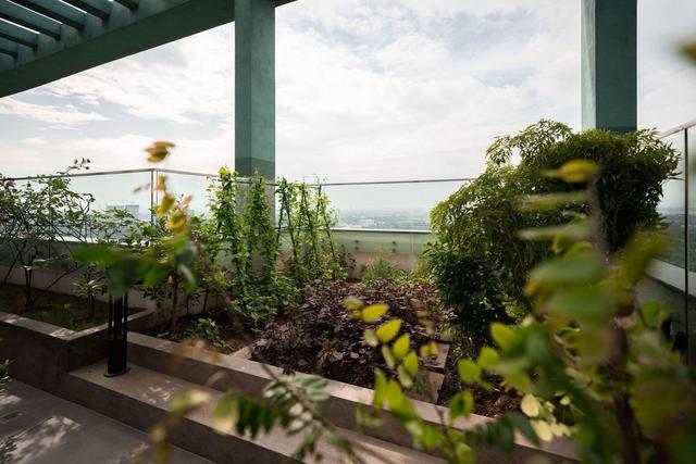 Vợ chồng trẻ thiết kế penthouse 300m2 đủ sân vườn, ao cá, hợp phong thủy trên tầng 30: Ngôi nhà đàng hoàng tức là không gian sống xanh, sạch, thoáng, phục vụ cho cuộc sống gia đình - Ảnh 24.
