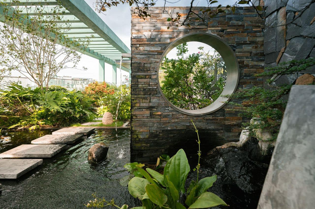 Vợ chồng trẻ thiết kế penthouse 300m2 đủ sân vườn, ao cá, hợp phong thủy trên tầng 30: Ngôi nhà đàng hoàng tức là không gian sống xanh, sạch, thoáng, phục vụ cho cuộc sống gia đình - Ảnh 20.