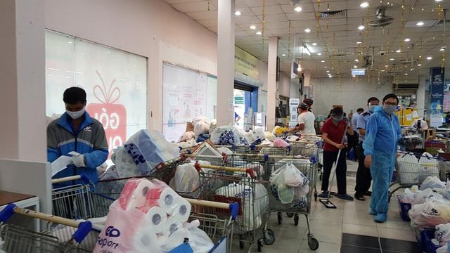 Đơn hàng online tăng đột biến, siêu thị TP HCM mong khách hàng thông cảm vì chờ lâu  - Ảnh 2.