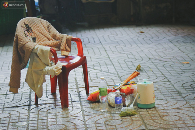 Người vô gia cư lay lắt trong đêm đầu Sài Gòn giãn cách: Con không có nhà, tối con ra Cầu Mống mà ngủ - Ảnh 12.