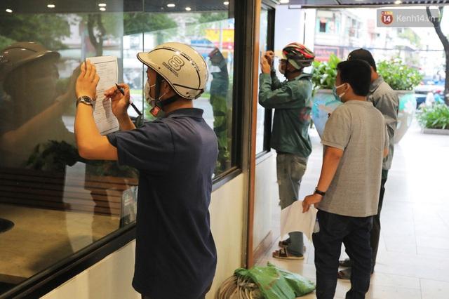 Toàn cảnh bên trong Thuận Kiều Plaza đang thi công chuyển đổi thành bệnh viện dã chiến 1.000 giường bệnh - Ảnh 11.