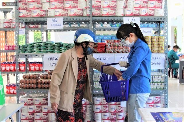 Ấm lòng Siêu thị 0 đồng lan tỏa tình người giữa mùa dịch tại Đà Nẵng - Ảnh 16.